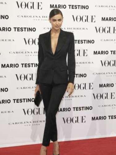Irina Shayk nos deseó una feliz navidad y posó como una auténtica top model.