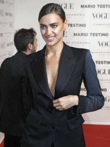 Irina Shayk, modelo y muy conocida por su relación con Cristiano Ronaldo, lelvó un esmóquin masculino de la firma Yves Saint Laurent.