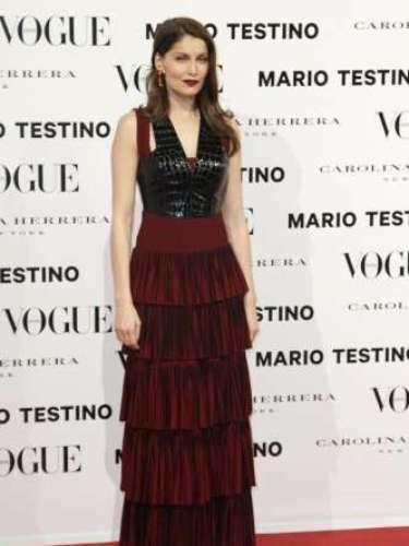 Laetitia Casta fue la otra gran estrella de la noche de luna llena madrileña. La francesa habló poco con la prensa pero esprendió glamour y elegancia a su paso por el 'photocall'.
