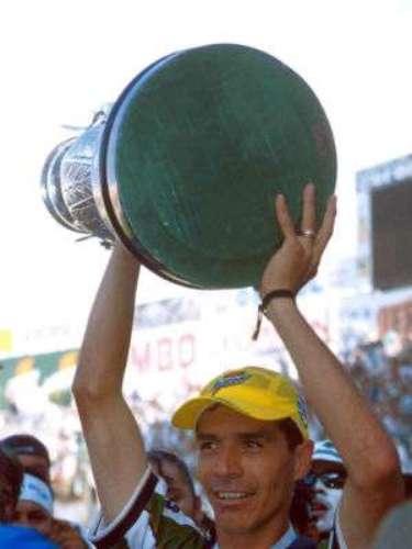 Santos se impuso en la final al Pachuca en el Verano 2001. Los laguneros se llevaron el título al imponerse en el global 4-3. Fernando Quirarte estaba al frente del cuadro albiverde.