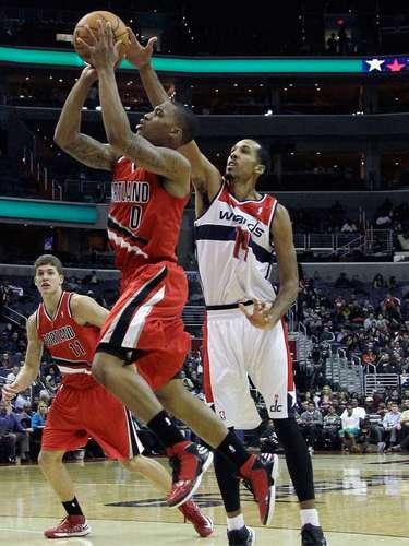 El pívot Emeka Okafor anotó dos tiros desde la línea de personal cuando restaban 39 segundos para el final y se convirtió en el héroe de los Wizards de Washington que vencieron por 84-82 a los Trail Blazers.