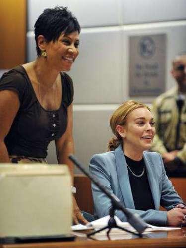 Finalmente, el 29 de Marzo Lindsay ya fue una mujer libre, los cargos y el castigo recibido por haber manejado en estado de ebriedad le fueron retirados por la juez Stephanie Sautner.