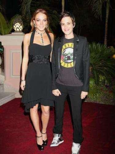 El carro desbocado en el que se había convertido la vida de Lindsay Lohan seguía su curso. En 2009 se declaró lesbiana. No dejaba de aparecer con su novia Samantha Ronson.