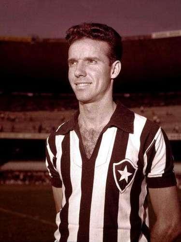 Mario Zagallo lució como delantero y entrenador de la selecicón brasileña; su experiencia hizo que lo apodaran el 'Viejo Lobo'.