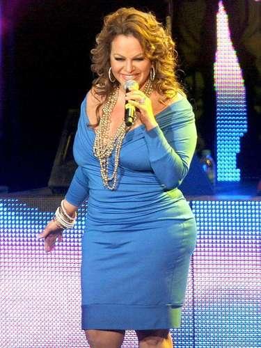 En otra presentación de la intérprete, el 31 de mayo de 2011, una fan subió al escenario y se enfrasco en un pleito con la estrella. A Jenni Rivera no le gustó que su seguidora se le pusiera al tú por tú contestando a sus insultos y la jaloneó del cabello. El cuerpo de seguridad de la cantante tomó por la cintura a la fan para que no respondiera a las agresiones de la cantante. Jenni Rivera, incluso, se quedó con un mechón de cabello en sus manos.