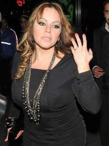 Un examante de Jenni Rivera sacó a la luz pública un video en 2008 que se grabó en una noche de pasión, mientras sostenía relaciones sexuales con la intérprete. La 'Diva de la Banda' aceptó entre lágrimas la existencia del clip, pero amenazó a la prensa de perseguir legalmente a quien se atreviera a publicar el videoescándalo, que impulsó su carrera como ningún otro zafarrancho.