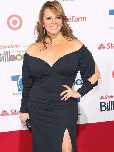 Jenni Rivera entonó en 2010, en el Staples Center de Los Ángeles, el Himno Nacional Mexicano y ¡se le olvidó! Lo que provocó la ira de los mexicanos, además de las rechiflas del público presente.