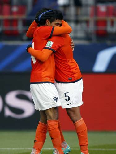 Jesus Corona (L) of Mexico's Monterrey celebrates with teammate Darvin Chavez after scoring.