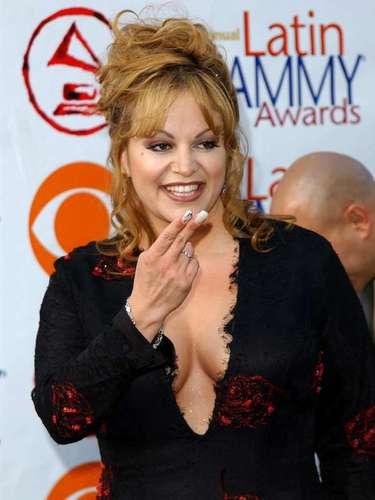 El escándalo desatado por el abuso sexual del que su exmarido, Trino Marín, era responsable por poco opacan la carrera de la 'Diva de la Banda'. Sin embargo, su nominación a los premios Billboard, demostró que para Jenni Rivera, el 2006 prometía más éxitos.