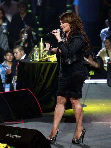 Jenni Rivera hizo explotar las emociones de sus seguidores con su concierto la noche del sábado 8 de diciembre en la Arena Monterrey.