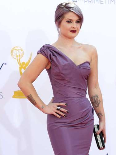 Due to that gift she gave Miley, Ms. Kelly Osbourne is now also closely related to smoking up.