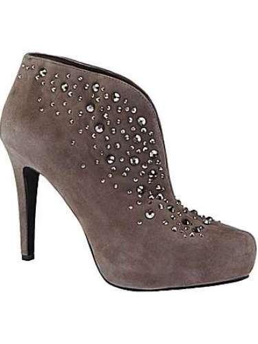 Botas grises para combinar con todo. 98 dólares en Dillards.com