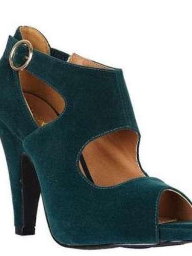 Para tu estilo retro y original, prueba con estos zapatos de gamuza verde. Delia´s