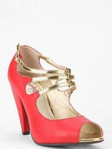 Zapatos naranjas y dorados para las que quieren una Navidad diferente. 90 dólares en urbanoutffiters.com