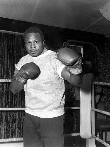 Archie Moore; Récord: 185-23-10, 131 KO; Años en activo: 1935-1963; Título: World Light Heavyweight