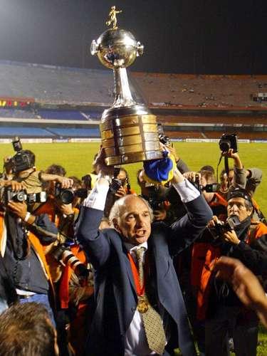 Bianchi levanta la Copa Libertadores 2003 en el Morumbí