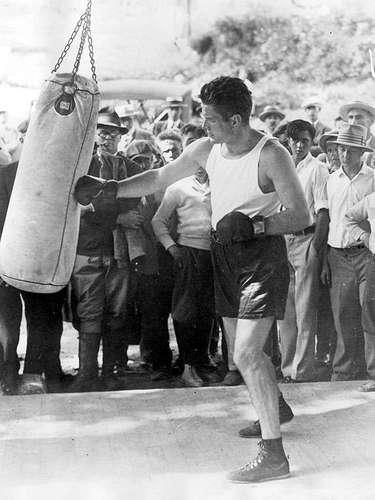 Gene Tunney; Récord oficial: 65-1-1, 48 KO; Periódicos que lo vieron ganar: 15-0-3; Años en activo: 1915-1928; Título: World Heavyweight