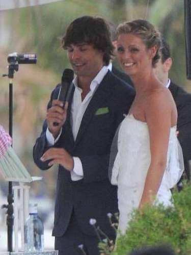 Mikel Salamanca le dio el 'sí quiero' a su novia en una ceremonia civil en el local de Rosauro Baro.