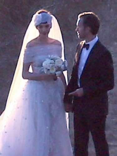 Natalie Portman y Benjamin Millepied nos sorprendieron con una gran boda judía en California. El vestido de ella no dejó indiferente a nadie. La pareja tiene un hijo y llevan dos años de relación.