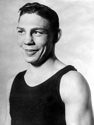 Harry Greb, Récord oficial: 104-8-3, 48 KO; Periódicos que lo vieron ganar: 157-11-15; Años en activo: 1913-1926; Título: World Middleweight