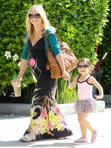 Sarah Michelle Gellar dio a luz en septiembre a su segundo hijo, un varón fruto de su matrimonio con Freddie Prinze Jr, padre de las dos criaturas. La protagonista de 'Buffy cazavampiros' de 35 años decidió contraer matrimonio con el intérprete un año mayor que ella en el 2002 en una ceremonia celebrada en Mexico.