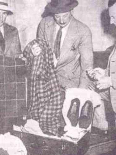 Durante las pesquisas policiales, el grupo forense encontró un pequeño papel escondido en un bolsillo secreto de su pantalón que contenía una misteriosa inscripción titulada Tamán Shud finalizado en persa. Se cree que el hombre pudo haber sido un agente secreto de la KGB soviética.