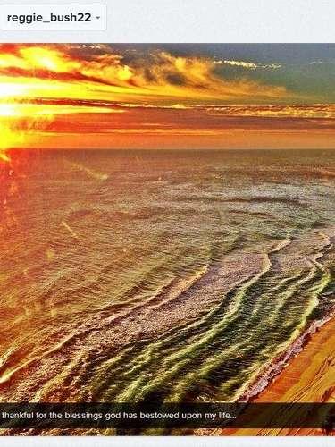 El runningback Reggie Bush compartió una foto 'caliente' de una playa, y a la vez mandó benciones para todos sus seguidores.