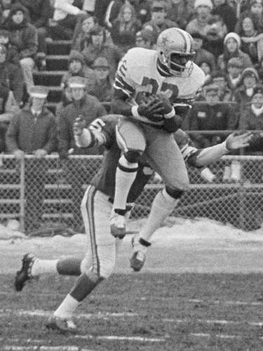 8. Dallas Cowboys vs. Minnesota Vikings, 1971: For the only time in NFL history, playoff games were played on Christmas Day. In the NFC divisional round, Roger Staubach completed 10-14 passes for 99 yards, and threw a TD pass to Bob Hayes (pictured) as the Cowboys won 20-12 on the way to their first Super Bowl title.