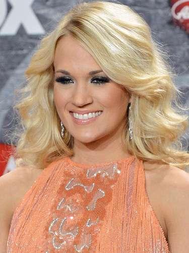 Carrie Underwood donó 350 mil dólares para su hogar de origen, Oklahoma. Además la intérprete de country tiene su propia fundación, Checotah Animal, Town and School (C.A.T.S) , misma que la ha llevado a colaborar con la institución madre en pro de los animales, PETA.