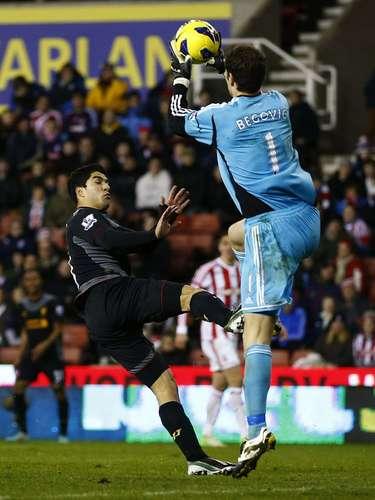 Liverpool's Luis Suarez (L) challenges Stoke City's Asmir Begovic