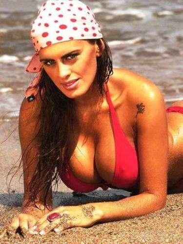 Florencia Peña sufrió la difusión de un video amateur teniendo relaciones sexuales, mal que sufrieron chicas famosas como Silvina Luna, que hizo un video teniendo sexo en un viñedo; Chachi Telesco no fue chica Disney en la versión local de High School Musical al aparecer un video casero de ella teniendo sexo; existe un famoso Wanda Nara teniendo sexo oral. Hay un video porno de la modelo Liz Solari teniendo sexo en una playa. También aparecen fotos de mujeres famosas desnudas online. La foto de Silvina Escudero desnuda con una mancha de semen en el cuerpo se dijo que era un truco de Photoshop. Las fotos de Karina Mazzoco desnuda en un baño aparecieron en Twitter. Juanita Viale también vio violada su intimidad con la publicación de sus fotos desnuda. La sueca Alexandra Larsson frenó un video porno de la rubia en una orgía con al menos tres hombres. La chica que se hizo famosa con Jorge Lanata y como futbolista junto a Marcelo Tinelli en Showmatch fue extorsionada.