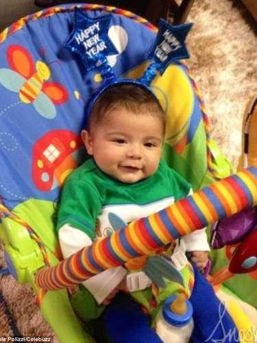 Lorenzo, el hijo de Snooki, celebró su primer cambio de año y su orgullosa mamá posteó esta foto.
