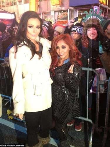 Snooki y su amiga celebraron la llegada del 2013 en Times Square, con millones de personas.