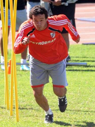 Adalberto Román volvió al club tras el descenso. Ramón dijo que lo quiere recuperar, y podría ser el segundo marcador central del equipo, aunque Jonathan Maidana también peleará por ese lugar.