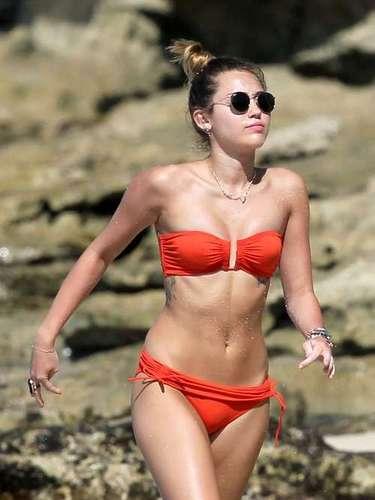 La actriz y cantante Miley Cyrus es otra de las jóvenes más influyentes, quien con su encanto talento, belleza y rebeldía se ha robado el corazón de millones de fans.