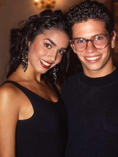 Bibi Gaytán y Diego Schoenning, compañeros en el grupo Timbiriche y enamorados en 1990, México.
