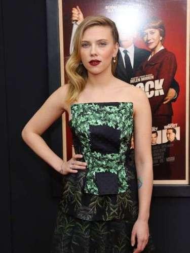 Scarlett Johansson se tomó varias fotografías desnuda para su entonces esposo Ryan Reynolds. Las imágenes fueron filtradas en la red y difundidas en redes en cuestión de minutos. La actriz de 'The Avengers', aseguró meses después de todavía se sentía avergonzada por lo sucedido.