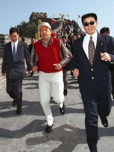 Hugo Chávez Frías corre a lo largo de la Gran Muralla de China el 10 de octubre de 1999. Esto fue durante una gira por Asia que incluía Japón, Corea del Sur, Kuala Lumpur, Singapur y Filipinas.
