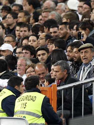 Before a Copa del Rey match against Murcia, Mourinho complained about the lack of passion of Real Madrid fans.\