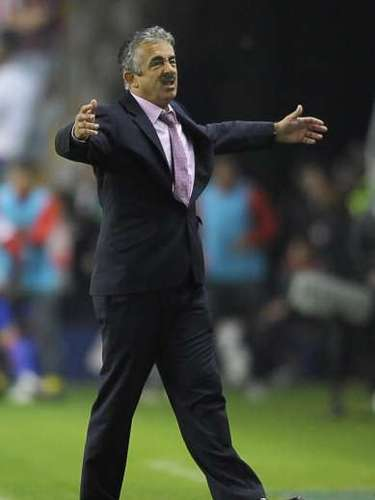 After Sporting de Gijón lost a game against Barcelona, Mourinho criticized Gijon coach Manuel Preciado and said he was trying to favour Barcelona. Preciado replied saying Mourinho was a skunk. Both coaches later made peace and became friends.