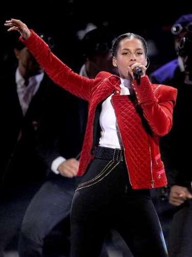 El retorno de Alicia Keys, quien presentó el primer sencillo de su álbum, Girl On Fire, fue muy aplaudido.