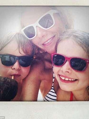 Gwen Paltrow es otra famosa que también decidió compartir fotos de sus vacaciones: aquí se la ve radiante con sus hijos Apple y Moses.