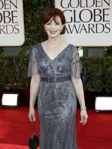 La actriz Frances Fisher a su llegada a la alfombra roja de los Golden Globes