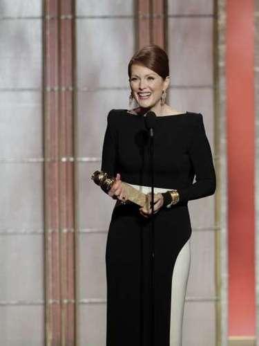 Muy emocionada, Julianne Moore, Mejor Actriz en una Miniserie o Película Hecha para TV por su interpretación de Sarah Palin en \