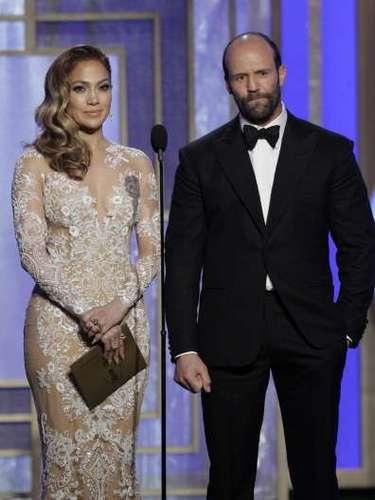 Jennifer López lucía espectacular y fue muy seria al presentar, junto a Jason Statham, el premio de Mejor Canción Original para un Filme, que fue a parar a manos de...