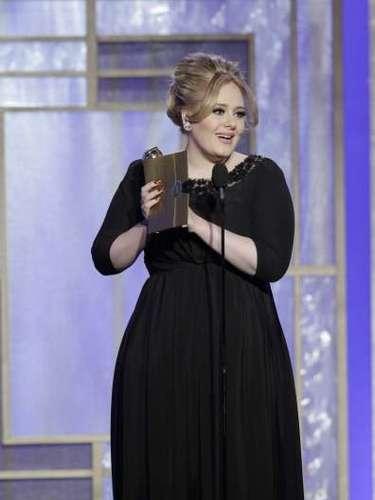 ... Adele, por \