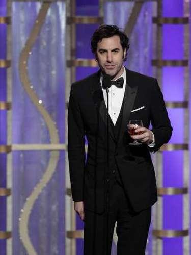 Sacha Baron Cohen parecía estar audicionando para conducir los próximos Golden Globes. Mientras presentaba el premio a Mejor Cinta Animada (\