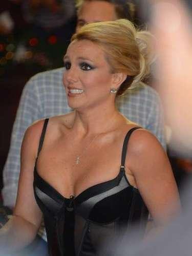 Britney Spears es fanática de los escotes, aunque debe trabajar más en su actitud cuando los lleva. No es que los fotógrafos la hayan agarrado haciendo gestos, es que siemrpe tiene la misma expresión tensa cuando está en la alfombra roja.