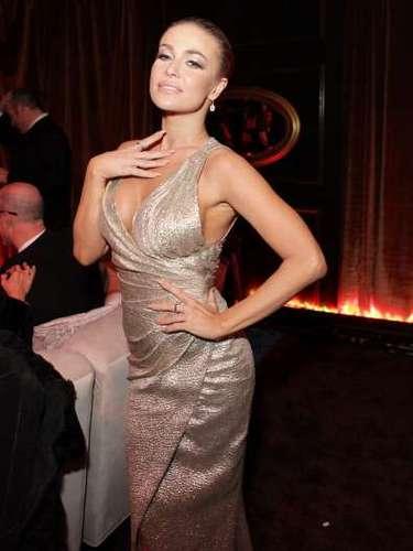 Carmen Electra es de las celebridades que jamás pisa una alfombra roja sin llevar un buen escote.