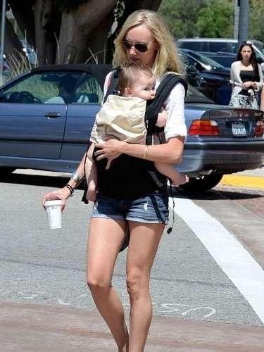 Benicio Del Toro y Kimberly Stewart dieron la bienvenida a su hija Delilah en agosto de 2011